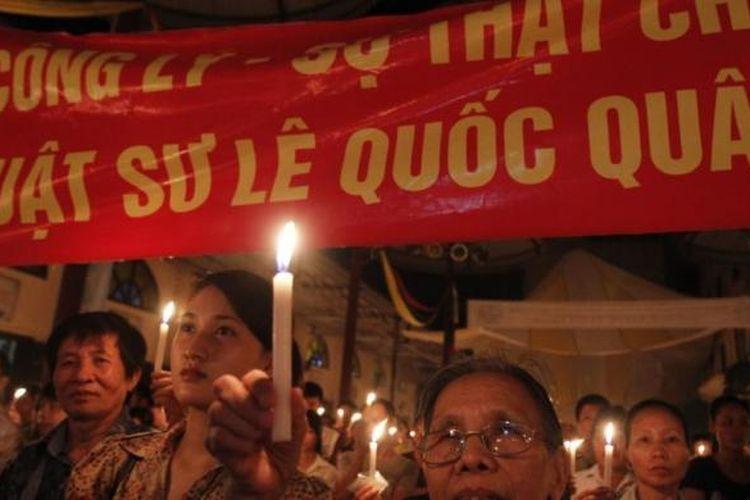 Para aktivis anti-korupsi berunjuk rasa di Hanoi, Vietnam (Foto: Dokumentasi)