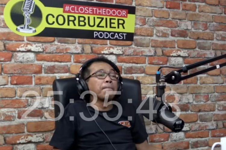 Pelawak Jarwo Kwat dalam video podcast Deddy Corbuzier.
