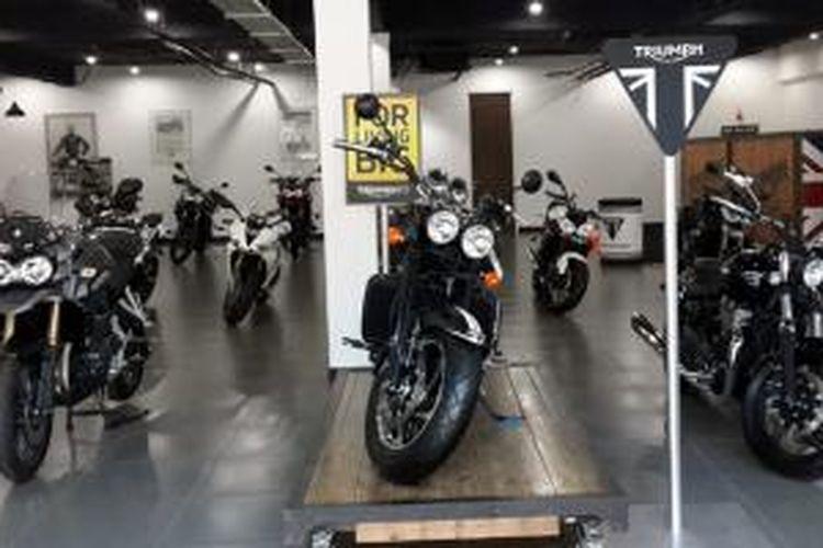 Deretan sepeda motor merek Triumph di showroom PT Gerai Motor Terpadu.