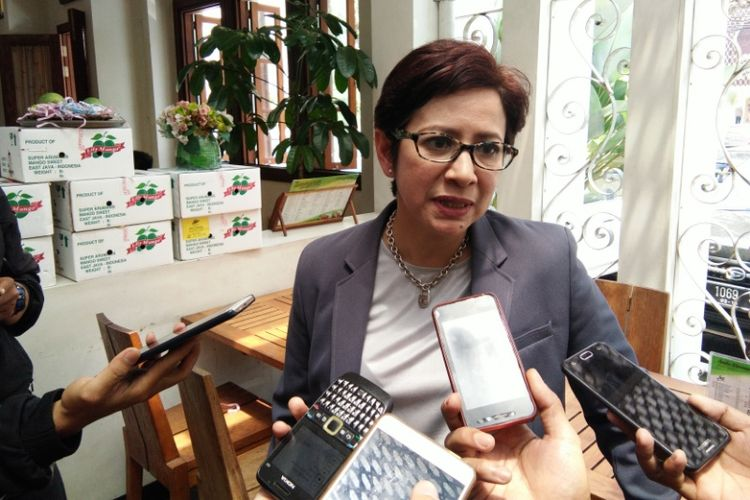 Politisi Partai Golkar Nurul Arifin saat diwawancarai awak media di kawasan Jalan Riau, Bandung, Rabu (20/9/2017)