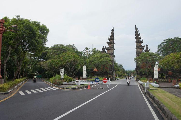 Pintu masuk kawasan Nusa Dua Bali yang akan digunanak Raja Salman menginap selama berlibur di Bali