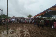 Meski Banjir, Warga Karawang Antusias Mencoblos di Pilkades Serentak