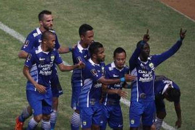 Persib Bandung merayakan gol ke gawang Sriwijaya FC pada final Piala Presiden 2015, Minggu (18/10/2015).