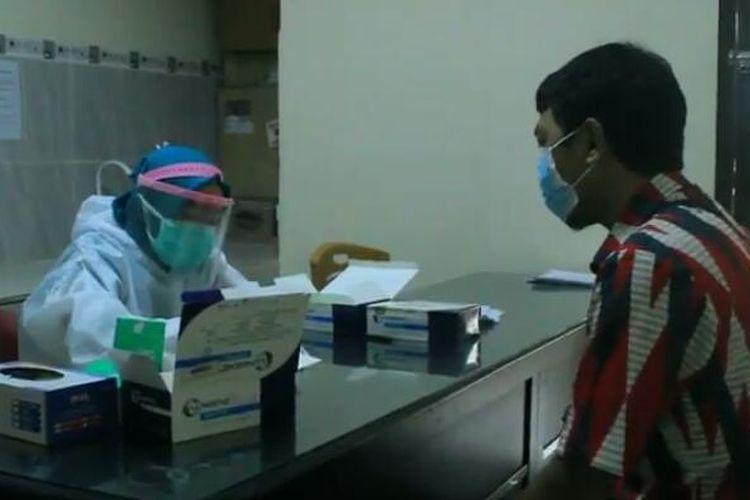 Salah satu KPPS yang menjalani rapid tes tahap kedua di puskesmas. Sebanyak 1.533 orang KPPS di Bandar Lampung dinyatakan reaktif usai menjalani rapid tes pada 26 November 2020 lalu.