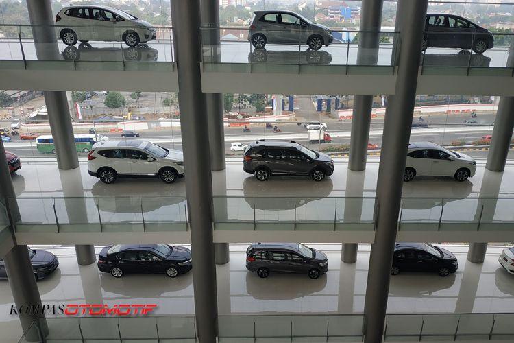 Diler Honda Nusantara MT Haryono punya showroom terbesar di Indonesia.