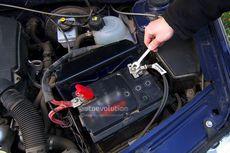 Lepas Pasang Aki Mobil Sendiri Bisa Sebabkan Sistem Elektronik Error