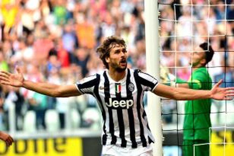 Penyerang Juventus Fernando Llorente merayakan golnya ke gawang Hellas Verona, pada pertandingan Serie-A, di Juventus Stadium, Minggu (22/9/2013).