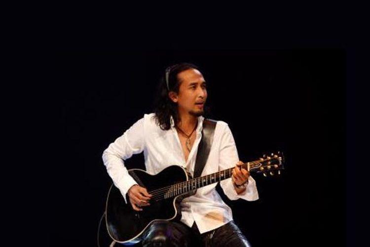 Satrio Yudi Wahono atau Piyu, gitaris dan pencipta lagu band PADI