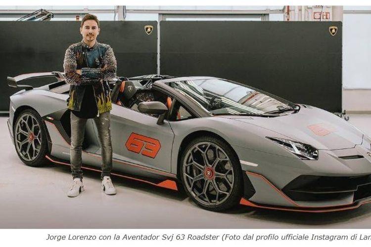 Mantan pebalap MotoGP, Jorge Lorenzo, dengan Lamborghini Aventador Svj 63 Roadster.