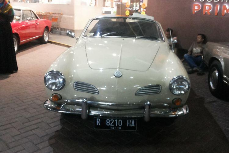 Volkswagen Karmann Ghia, salah satu mobil klasik yang keberadaannya tergolong langka di Indonesia.