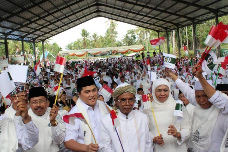 Ketua Tim Kampanye Nasional (TKN), Jokowi- Maruf Amin, Erick Thohir, Saat Menghadiri Deklarasi Jaringan Kiai Santri Nasional (JKSN) se Tapal Kuda, di Lapangan Desa Balet Baru, Kecamatan Sukowono, Kabupaten Jember, Jawa Timur, Kamis (22/11/2018).