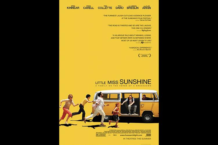 Toni Collette, Paul Dano, Steve Carell, Abigail Breslin, Alan Arkin, dan Greg Kinnear dalam Little Miss Sunshine (2008).
