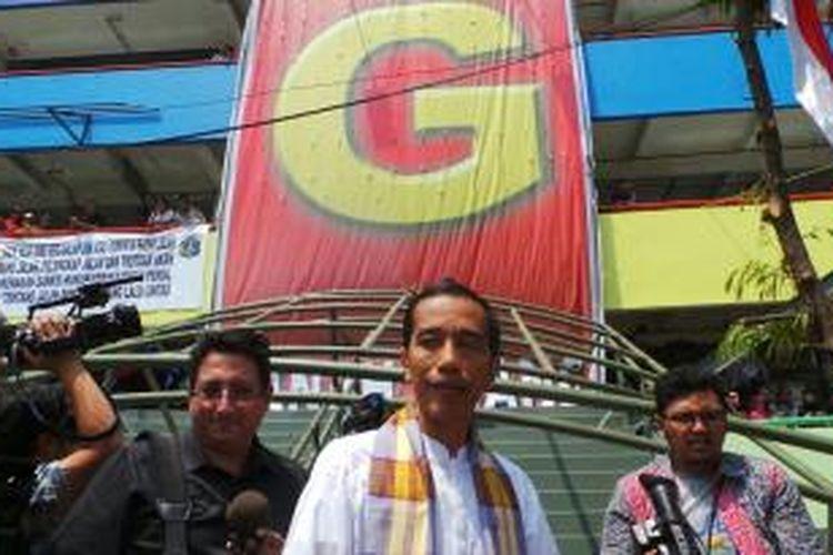 Gubernur DKI Jakarta Joko Widodo kembali mengunjungi Pasar Blok G Tanah Abang, Jumat (23/8/2013).