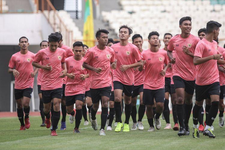 Timnas U19 Indonesia memulai latihan perdana plus seleksi di Stadion Wibawa Mukti, Senin (13/1/2020).