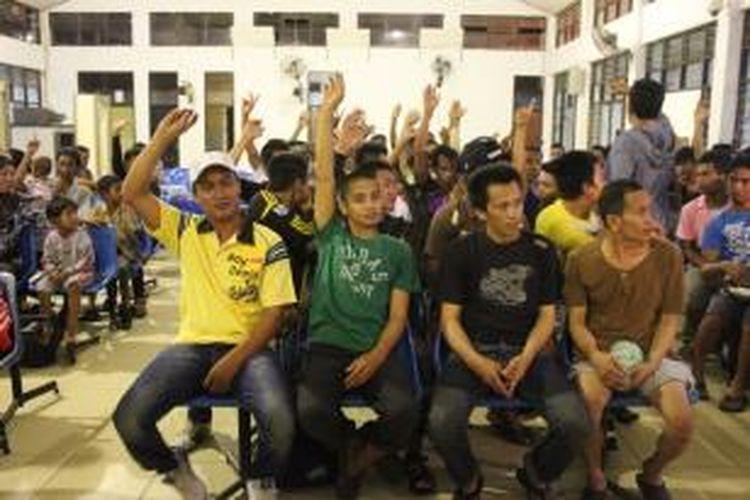 Pemerintah Malaysia telah mendeportasi lebih dari 1200 TKI Ilegal melalui pelabuhan Tunon Taka Nunukan. Kebanyakan TKI ini akan kembali memasuki Negara Malaysia secara illegal.