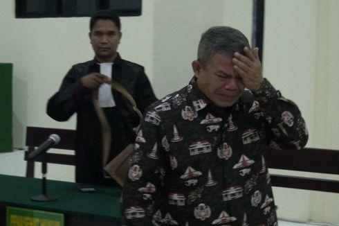 Supervisor Kantor Pajak Ambon Menangis Divonis 7 Tahun Penjara