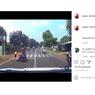 Pemotor Ditabrak Mobil dari Belakang Usai Nyalip, Siapa yang Salah