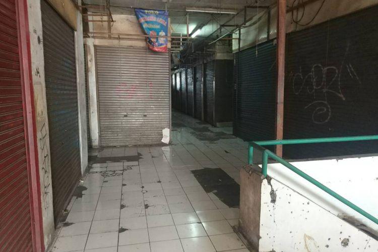 Kondisi lorong di lantai atas Pasar Ciputat, Tangerang Selatan (24/11/2018).