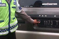 Pakai Pelat Hitam, Mobil Dinas Pemkab Jember Ditilang Polisi