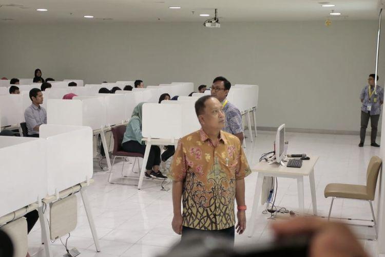 Menristekdikti bersama Dijen Belmawa lakukan Peninjauan pelaksanaan UTBK 2019 Gelombang Pertama di Gedung IMERI FKUI Salemba (13/4/2019).