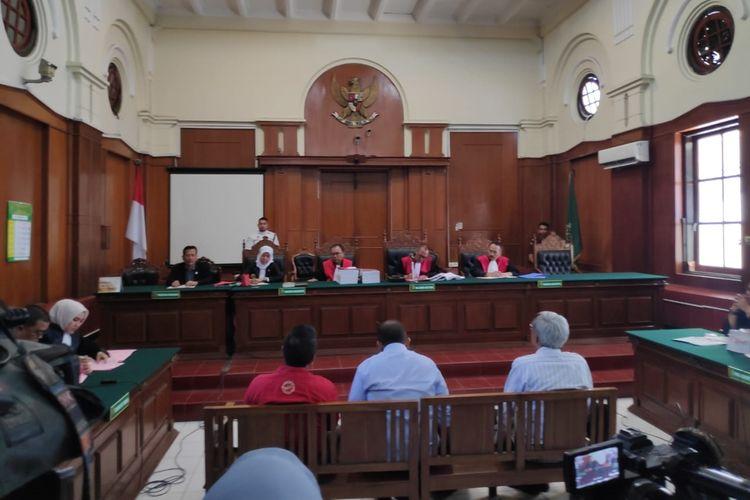 Sidang perdana kasus amblesnya Jalan Gubeng di Pengadilan Negeri Surabaya, Senin (7/10/2019)