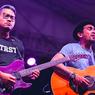 17 Tahun Bersama, Gitaris The Bakuucakar Tulis Pesan Menyentuh untuk Glenn Fredly