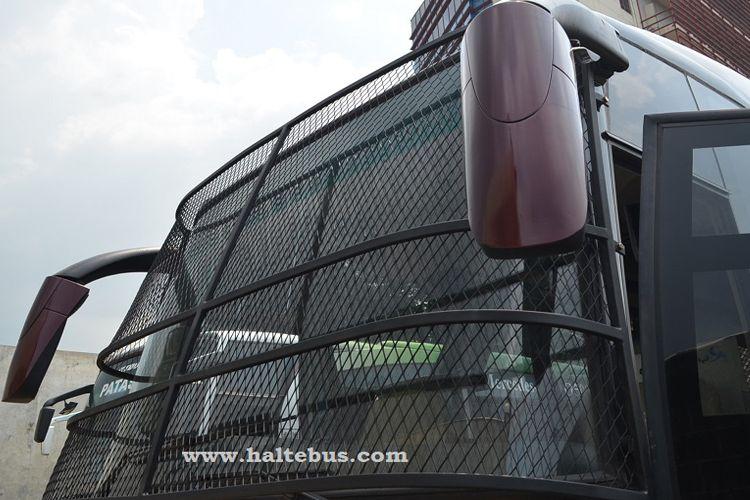 Tameng Kawat pada Kaca Bus di terminal Pulogebang yang diabadikan haltebus.com
