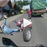 Viral Video Pemotor Cium Aspal, Ingat Konsentrasi saat Berkendara