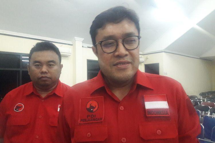 Ketua DPD PDIP Jabar Ono Surono didampingi ketua DPC PDIP Garut Yudha Pudja Turnawan saat diwawancara wartawan, Jumat (18/10/2019)