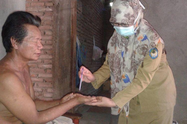 Puskesmas Kanjilo saat mendatangi langsung pasien kusta. Dokumentasi Nurhayati