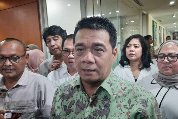 Calon Wakil Gubernur Ahmad Riza Patria seusai mengunjungi Fraksi Demokrat DPRD DKI, Jalan Kebon Sirih, Jakarta Pusat, Selasa (4/2/2020)