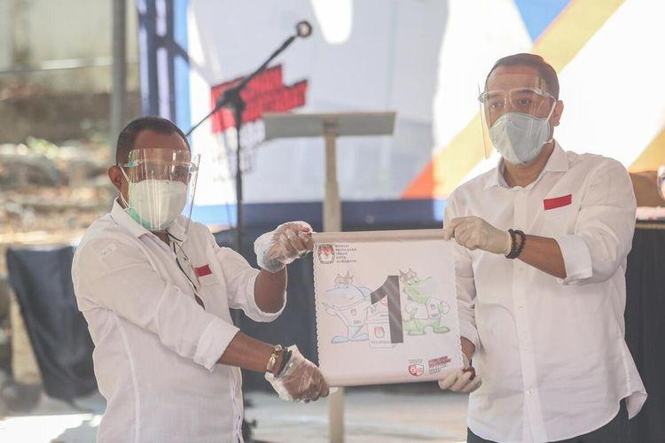 Pasangan calon wali kota dan wakil wali kota Surabaya Eri Cahyadi-Armuji mendapatkan nomor urut 1 di acara pengundian nomor urut, Kamis (24/9/2020).