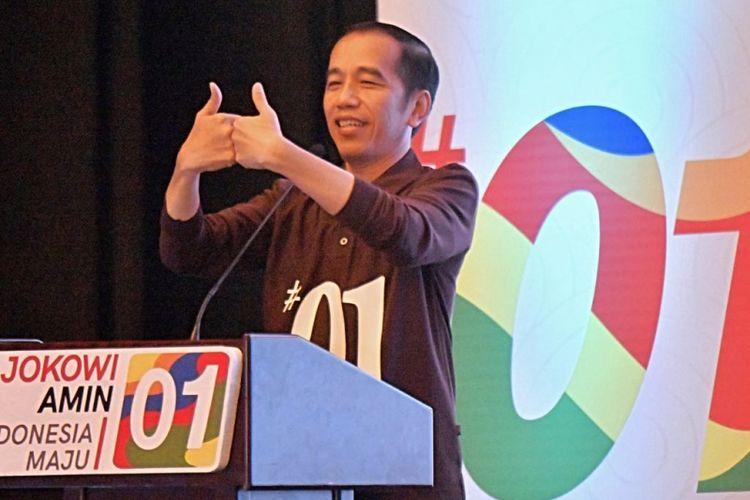 Calon presiden nomor urut 1 Joko Widodo saat menghadiri Rakernas Tim Kampanye Nasional di Hotel Empire Palace Surabaya, Jawa Timur, Minggu (28/10/2018).