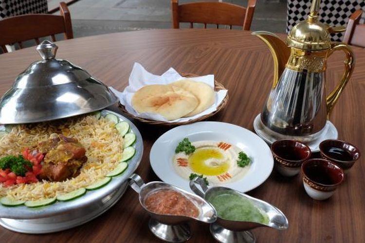 Hidangan khas Timur Tengah di restoran Aljazeerah.