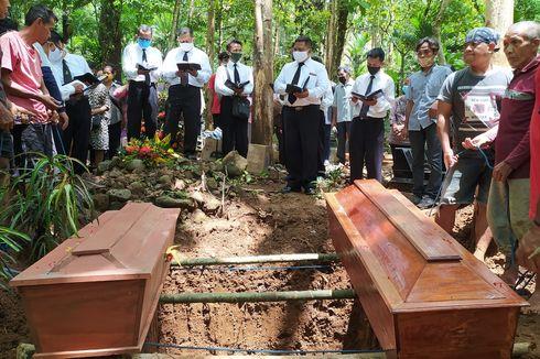 Jenazah Kakak Adik Korban Longsor di Banyumas Dimakamkan Satu Liang Lahat