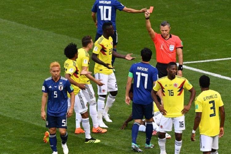 Carlos Sanchez menjadi pemain pertama yang mendapatkan kartu merah di Piala Dunia 2018 pada laga Kolombia vs Jepang di Saransk, 19 Juni 2018.