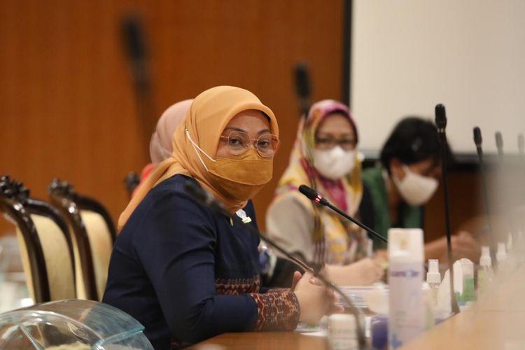Menteri Ketenagakerjaan (Menaker) Ida dalam acara penerimaan surat pernyataan komitmen bersama tentang tuntutan untuk mempercepat pembahasan dan pengesahaan Rencana Undang-undang (RUU) Penghapusan Kekerasan Seksual (PKS) menjadi Undang-undang (UU) PKS di Gedung Dewan Perwakilan Rakyat (DPR), Jakarta, Jumat (30/4/2021).