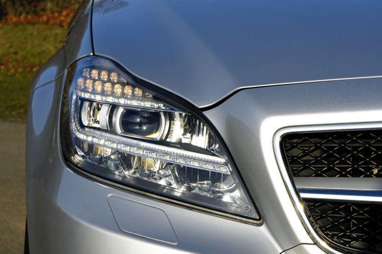 Mika headlamp yang bersih membuat terang cahaya lampu bisa maksimal menerangi jalan