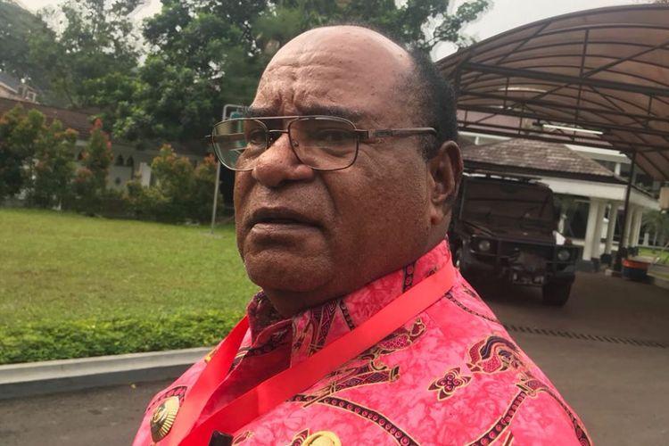 Wali Kota Sorong Lambert Jitmau