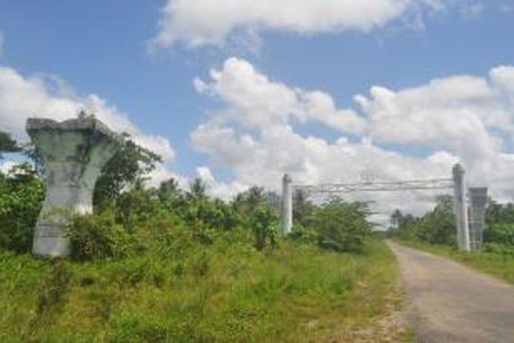 Pintu Masuk kawasan Transmigrasi Morotai, Maluku Utara telah dibangun sebuah gapura dan tugu Kota Terpadu Mandiri (KTM).