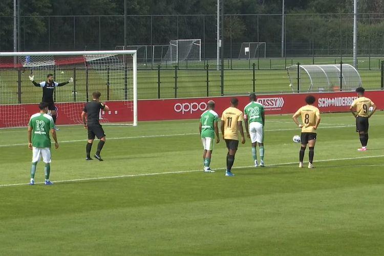 Bagus Kahfi mencetak brace saat Jong FC Utrecht menang 5-2 atas La Louviere Centre dalam laga uji coba.