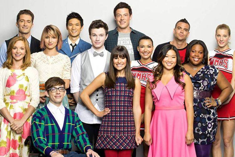 Film Glee, kelompok paduan suara dari anak-anak berlatar belakang yang berbeda.