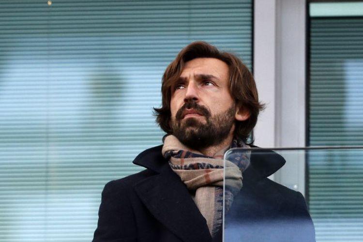 Legenda sepak bola Italia yang kini menjadi pelatih Juventus, Andrea Pirlo, menghadiri laga Chelsea vs West Brom di Stamford Bridge, London, pada 11 Desember 2016.