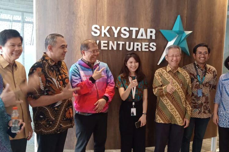 Menkominfo Rudiantara didampingi Bupati Tangerang Ahmed Zaki Iskandar meresmikan perluasan Tech Incubator Skystar Ventures berlokasi di lantai 11, New Media Tower Universitas Multimedia Nusantara (UMN) pada (06/09/2019).