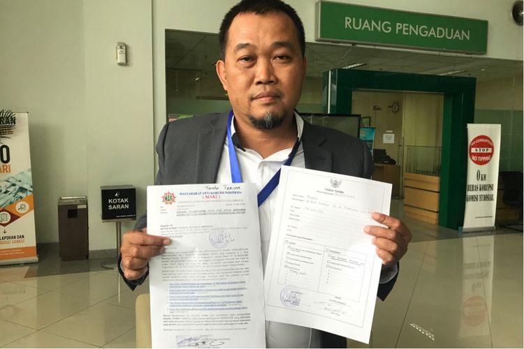 Koordinator MAKI Boyamin Saiman usai melaporkan Ketua MA Hatta Ali ke MK atas dugaan pelanggaran kode etik, Jumat (17/5/2018).