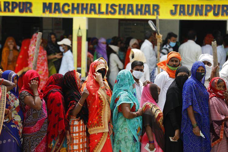 India melaporkan lebih dari 200.000 kasus virus corona baru, pada Kamis (15/4/2021), dengan 14 juta secara keseluruhan terinfeksi, dan semakin intensif membebani sistem perawatan kesehatan yang rapuh.