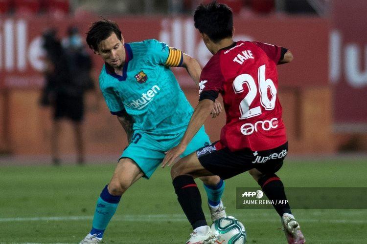 Lionel Messi saat bertanding dalam laga Liga Spanyol pekan ke-28 melawan Real Mallorca di Estadio de Son Moix, Minggu (14/6/2020) dini hari WIB.