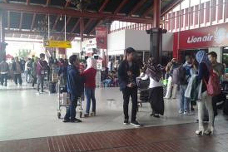 Ilustrasi: Para penumpang memadati Terminal 1A Bandara Soekarno Hatta, Tangerang, beberapa waktu lalu.