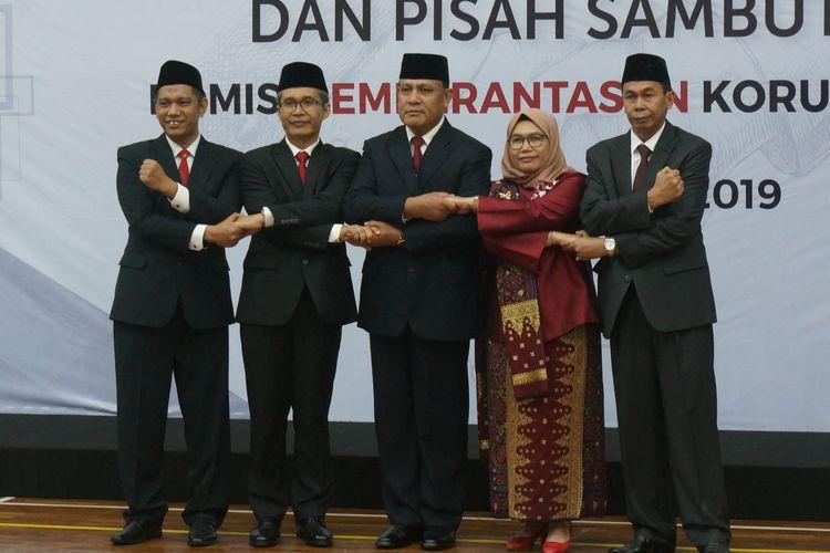 Lima pimpinan KPK periode 2019-2023 berfoto bersama dalam acara sertijab pimpinan KPK, Jumat (20/12/2019).