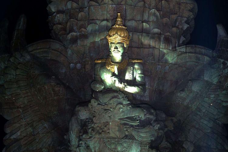 Patung Garuda Wisnu Kencana usai diresmikan di Kuta Selatan, Bali, Sabtu (22/09/2018). Patung setinggi 121 meter dengan lebar 64 meter tersebut resmi diresmikan dan menjadi patung tertinggi ketiga di dunia.